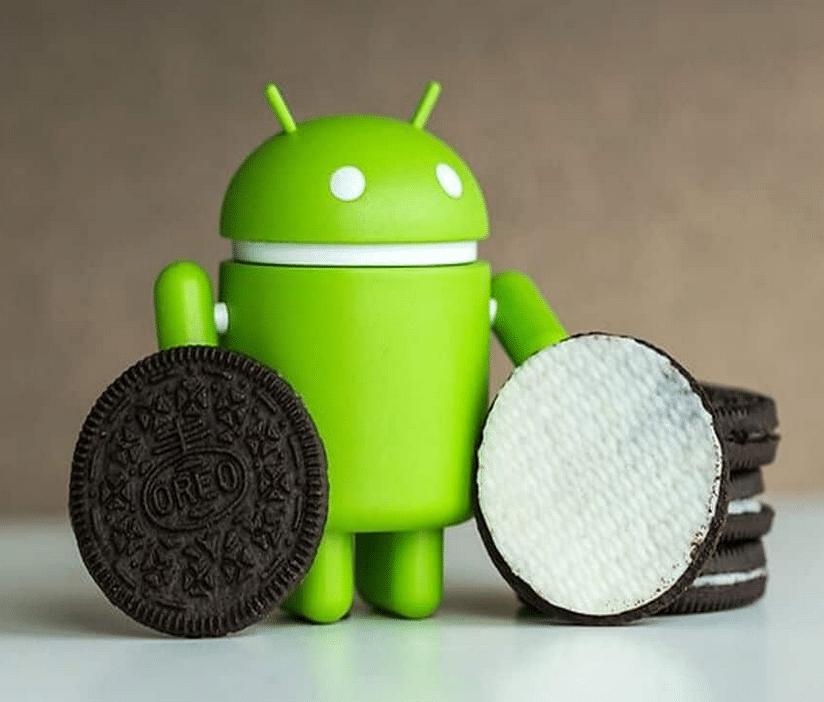 Figurine Android avec un Oréo