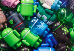 nombreuses figurines android