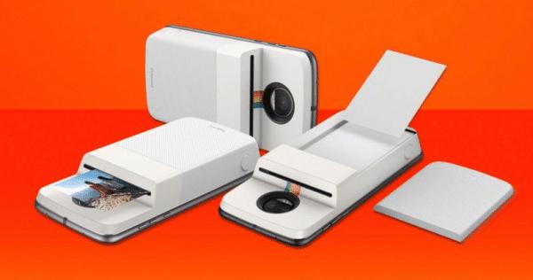 Motorola s'est allié avec Polaroid pour proposer ce nouveau gadget.