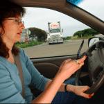 L'utilisation du smartphone au volant bientôt punie d'une suspension de permis ?