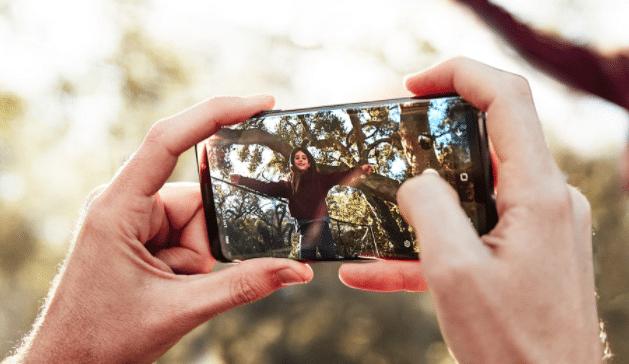 Le Samsung Galaxy S9 embarque un appareil photo amélioré.