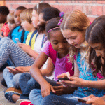 Le téléphone portable interdit dans les collèges dès septembre prochain