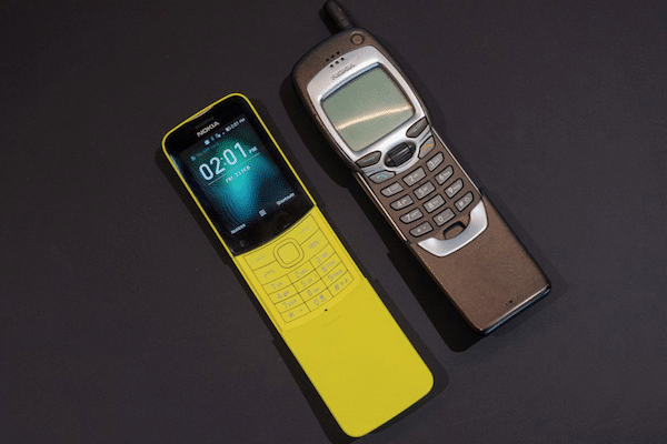 Nokia 8110 nouveau et ancien modèle.