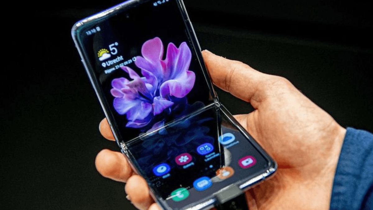 Smartphone pliable de Samsung.